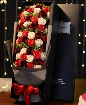 Preserved Fresh Gypsophila + 51 Stems of Red and White Mixed Roses Immortal Soap Flower