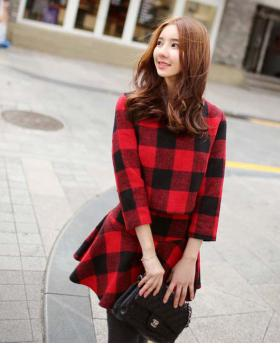 Korean Winter Fashion Women's Grid Style Top + Skirt (2 Pieces)